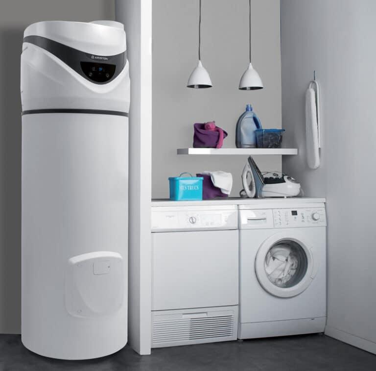 Aroston nuos plus warmtepompboiler opstelling in wasplaats